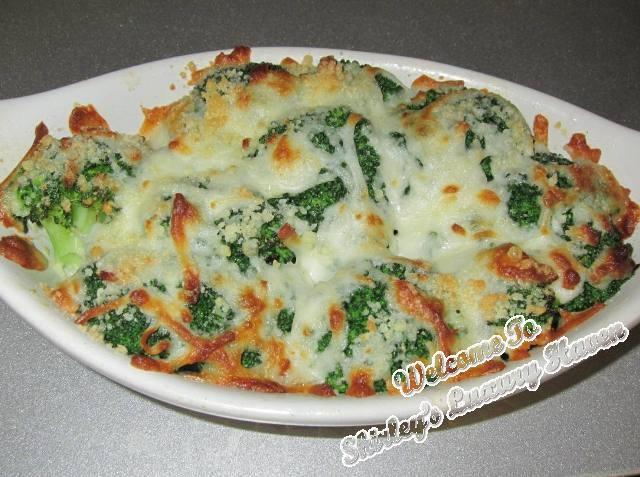 baked cheesy broccoli, food