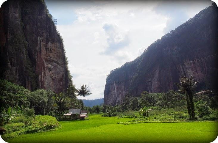 Tembok Tebing Lembah Harau