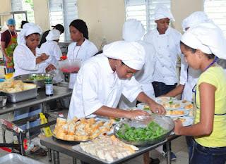 Alumnos del colegio evang lico central presentaron un for Cocina 9 ariel rodriguez palacios pollo relleno