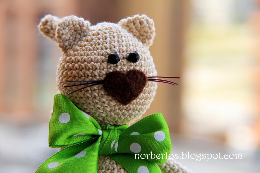 Crochet cat with a bow