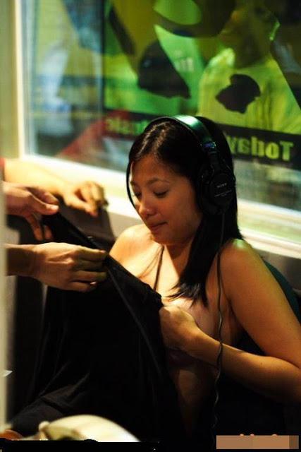 Foto Bugil Penyiar Radio Nekat