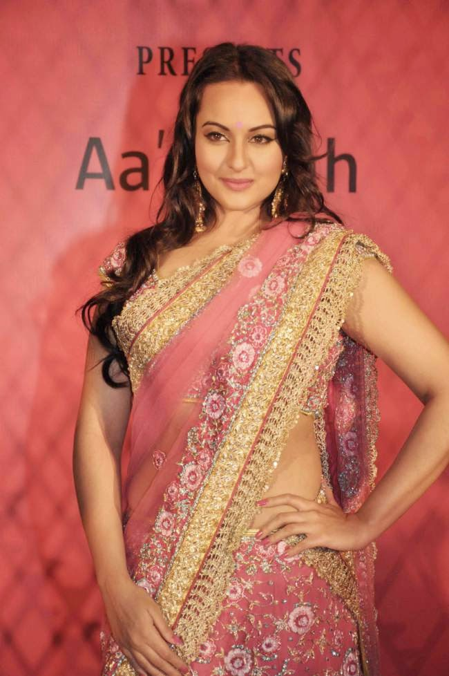 sonakshi sinha hot navel showing gorgeous hd pics