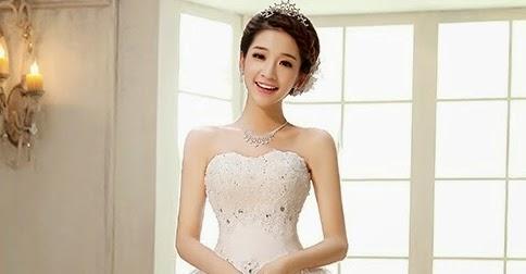 A continuacion te mostraremos una galería de vestidos de novia elegantes de  Corea del Sur. Si bien es cierto que el vestido tradicional es el hanbok  ellas