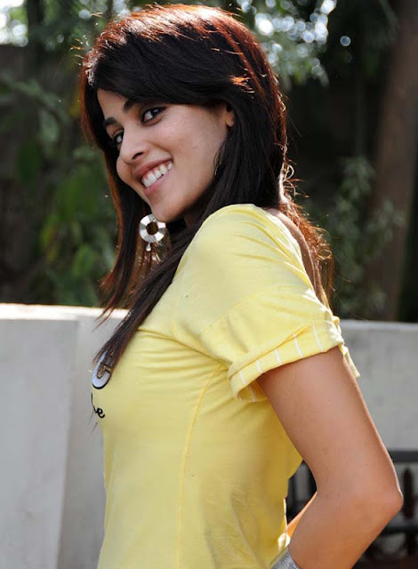 genelia dsouza hot bollywood actress showing