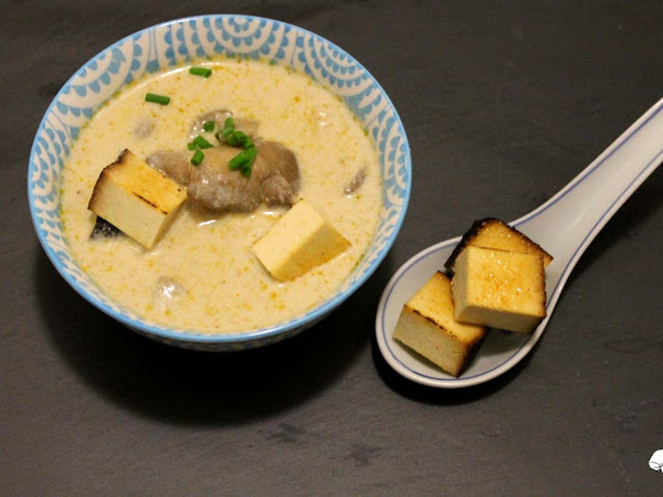 Kokos-Paprika-Suppe mit Austernpilzen und Räuchertofu