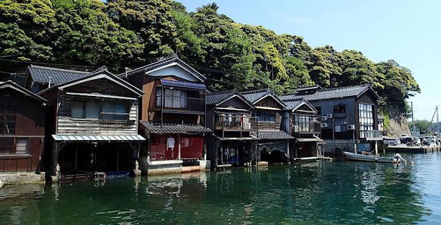 Ine no Funaya, ou The Boat Houses of Ine