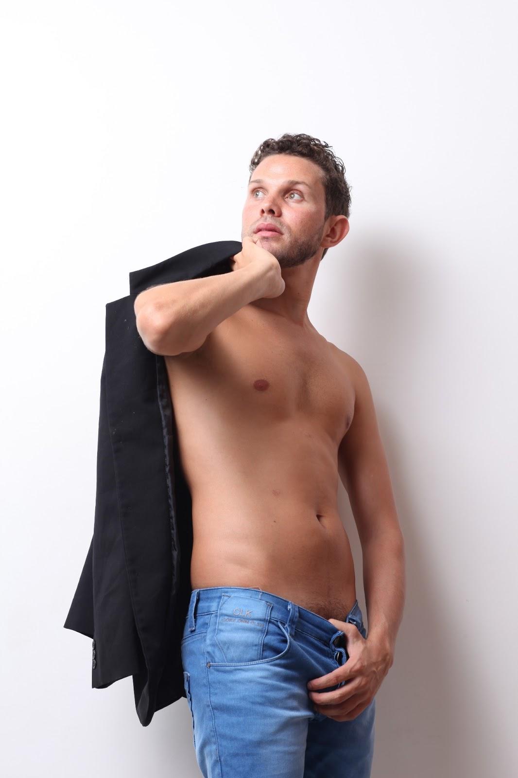 Felipe Gay Escort