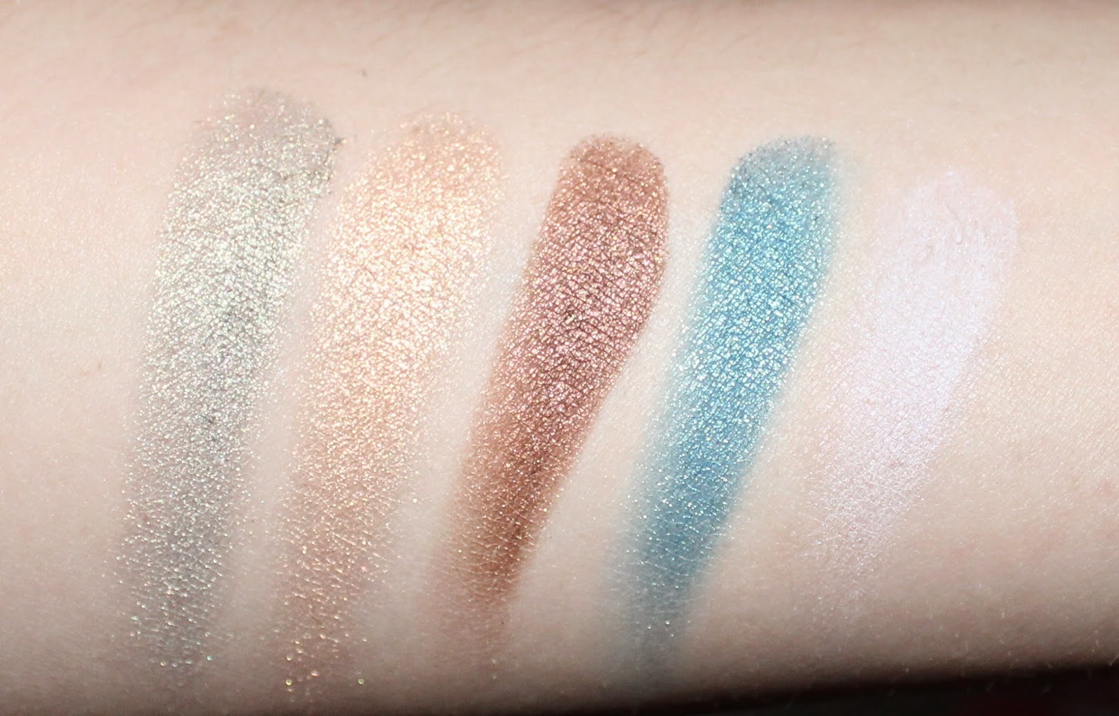 Dior 5 Couleurs Eyeshadow Palette in Contraste Horizon Swatches
