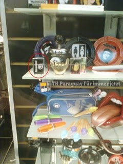 Encendedor de Tokio Hotel en la tienda 'Verdad o Consecuencia' (Paraguay) Feete