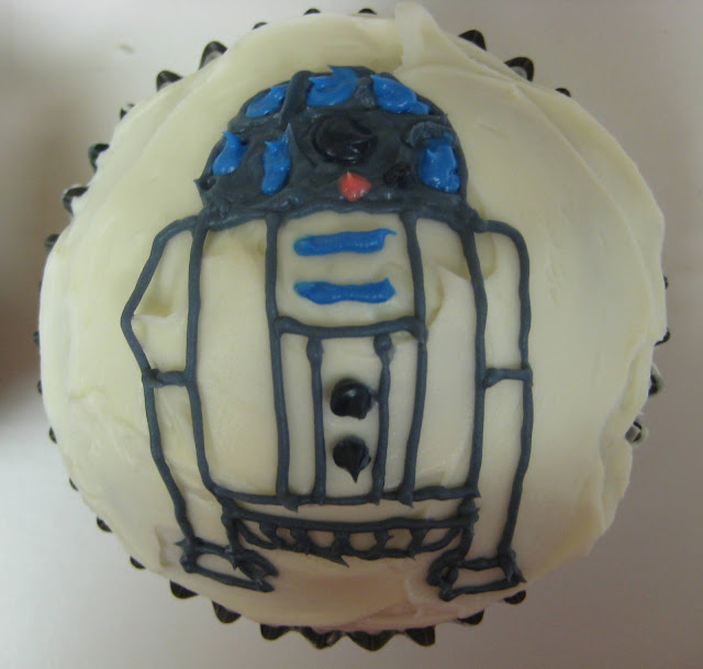 Star Wars R2-D2 Cupcakes - Close-Up of R2-D2