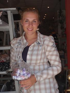 EmmaMaria klädd i tunika från Cream