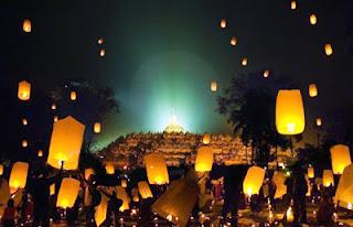 Ratusan Lampion diterbangkan di Candi Borobudur