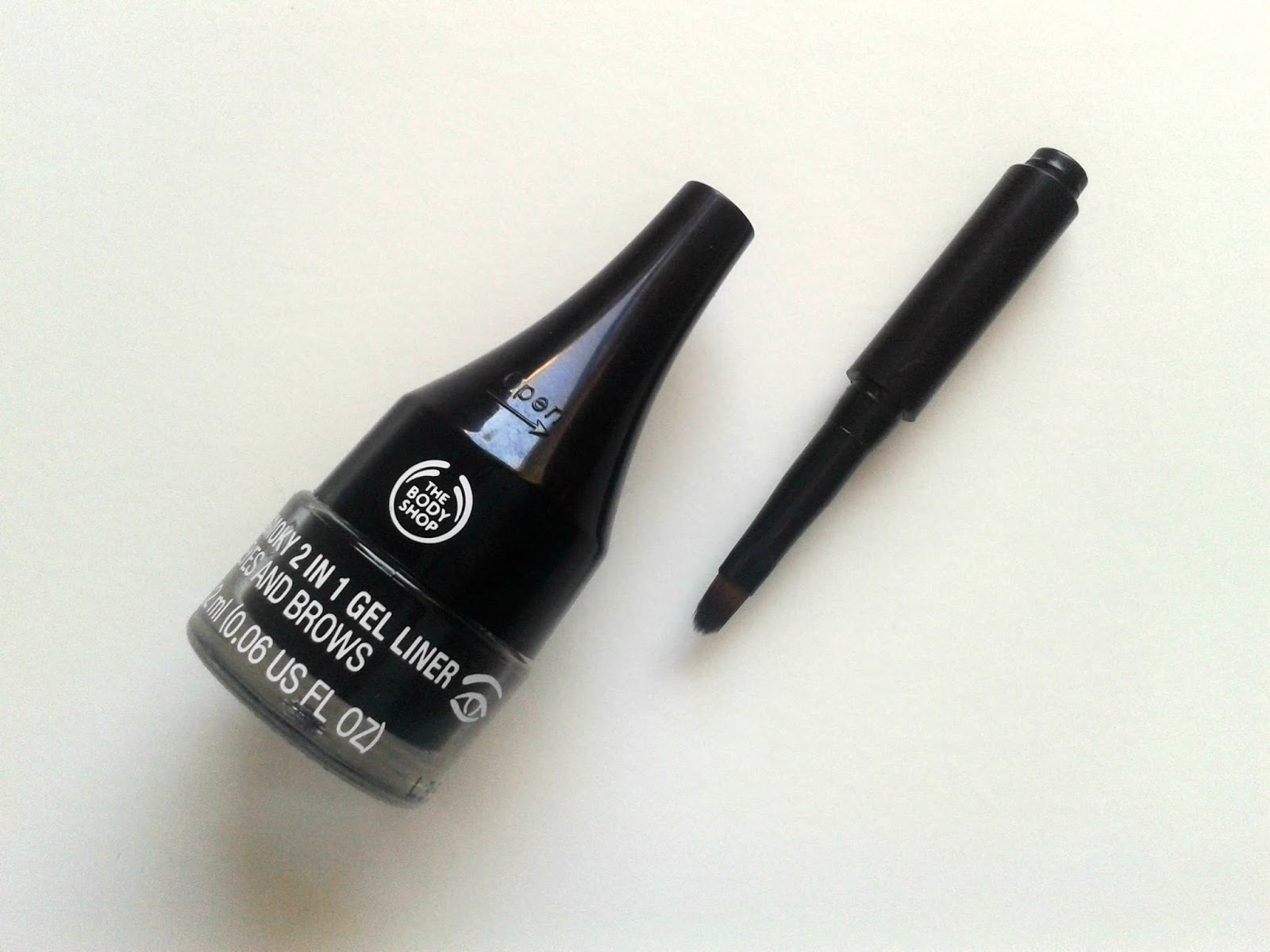 The Body Shop Smoky 2 in 1 Gel Liner Eyes And Brows Black Brush Beauty Review
