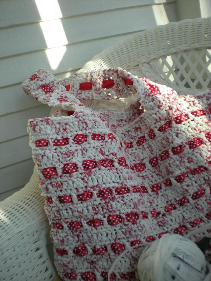 Crochet Plarn Tote Bag Pattern : The Crochet Foyer: The Cutest Plarn Grocery/Beach Bag