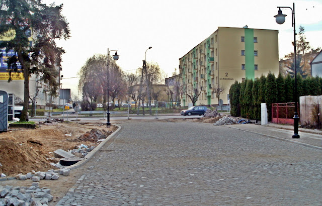 Fot. Paweł Kałwiński. W miejscu gdzie stoi blok (ul. Brzozowa 2) znajdował się budynek starej poczty.