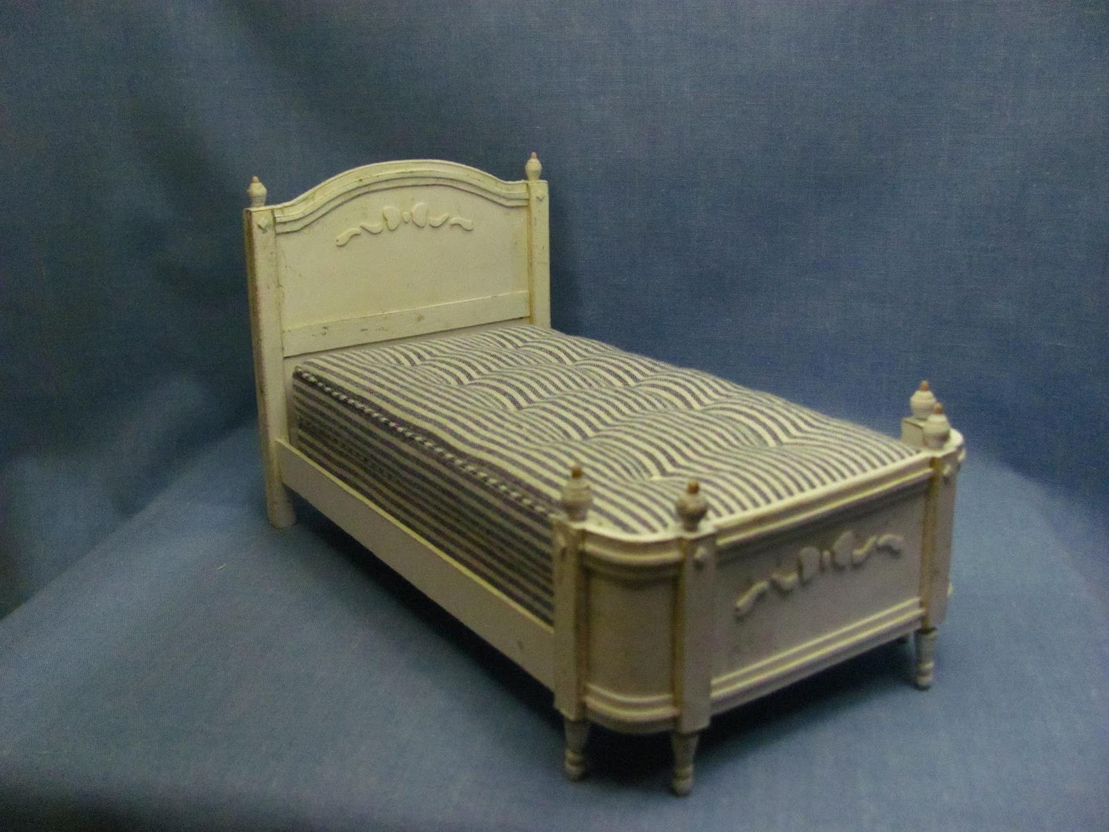 Dollhouse Miniature Furniture Tutorials 1 Inch Minis Sabby Chic Card Stock Bed With No Sew