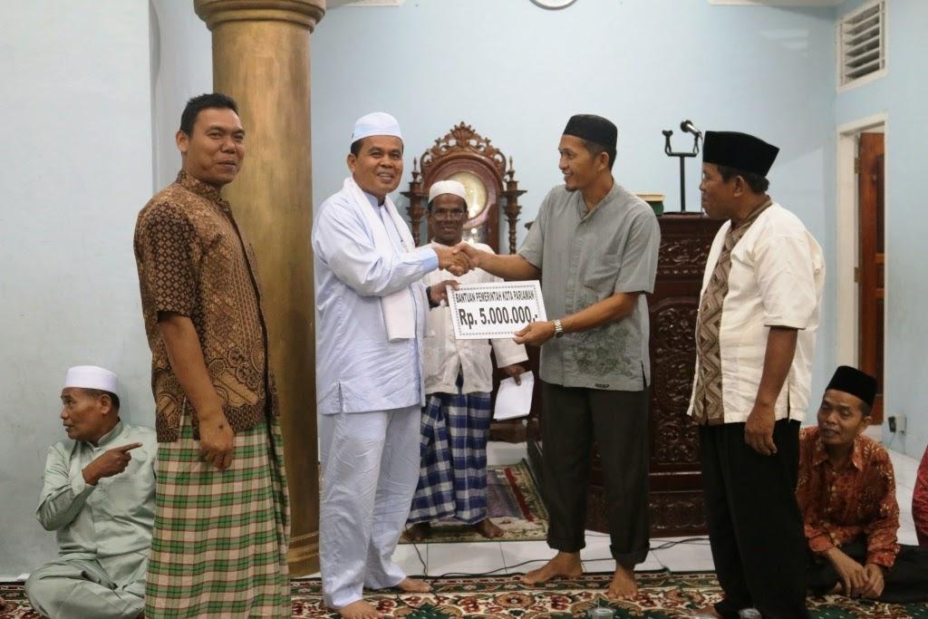 Safari Ramadhan Perdana, Mukhlis Sumbang Rp.5 Juta ke Pegurus Mesjid An-Nur Ampalu