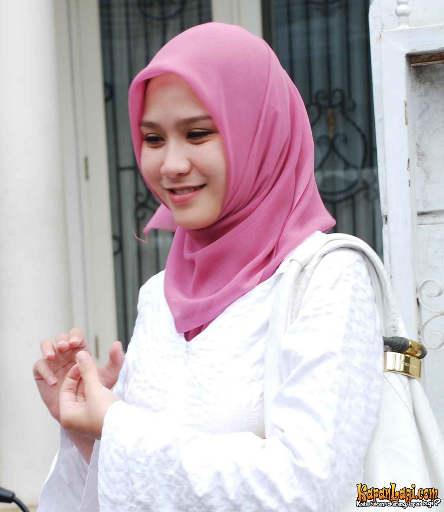 Zaskia Mecca, Nikah Usia Ideal, Beri Inspirasi Hijab