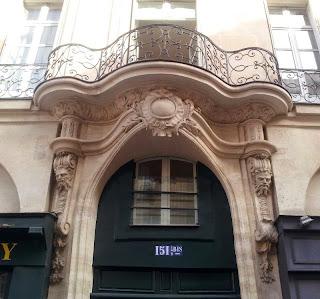 Balcon sur voussure du 151bis rue Saint-Jacques à Paris