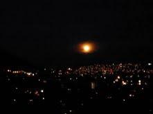 Luna llena sobre Caracas