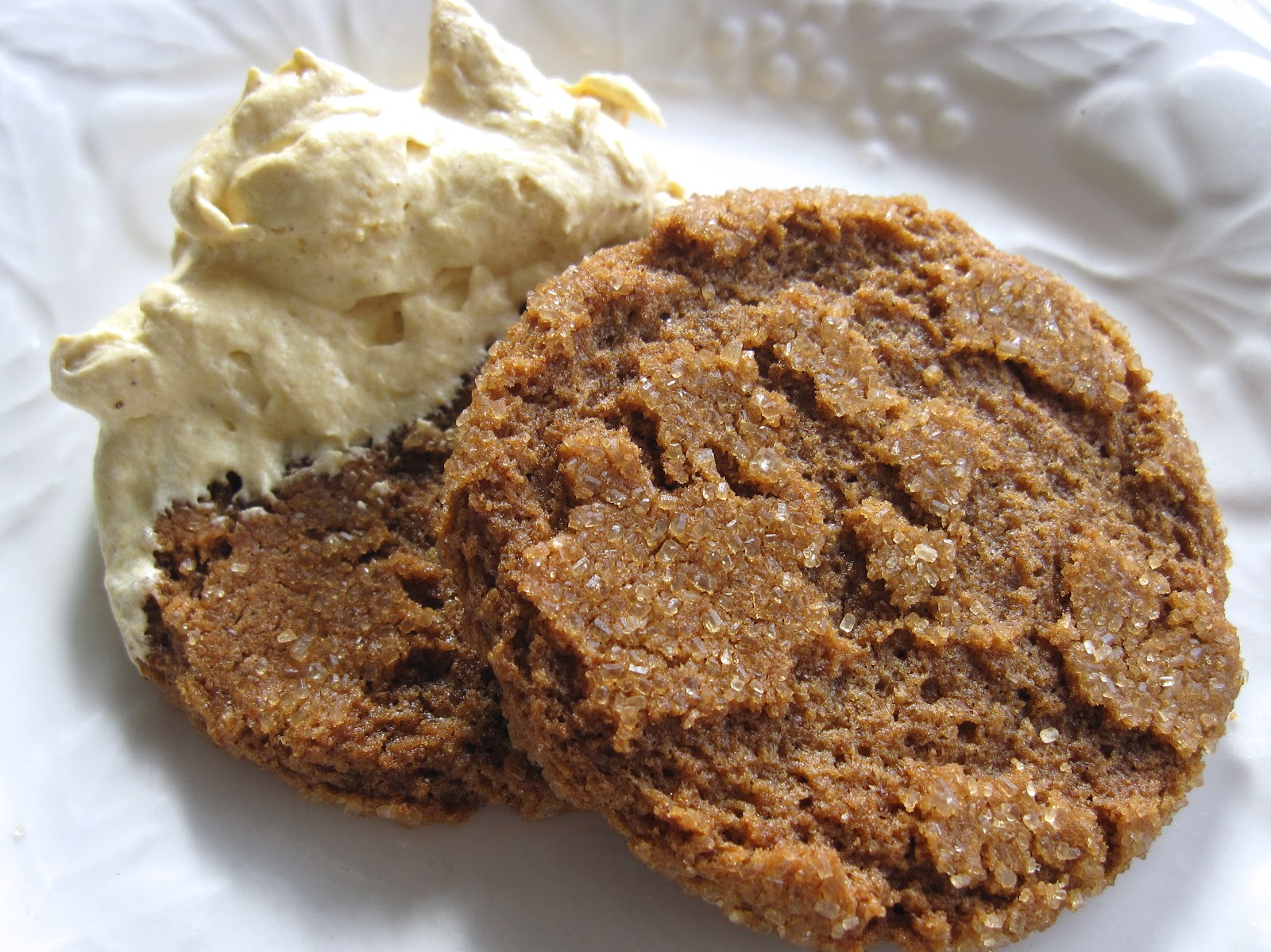 BLISSFUL ROOTS: Pumpkin Fluff Dip & Gingersnaps