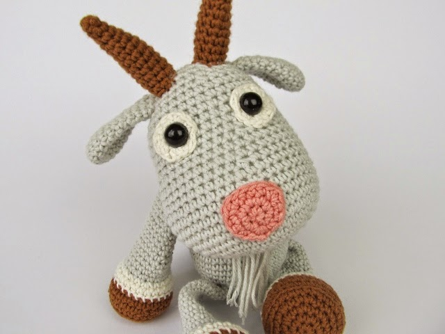 Amigurumi World Free Download : Free pattern crocheted carrots