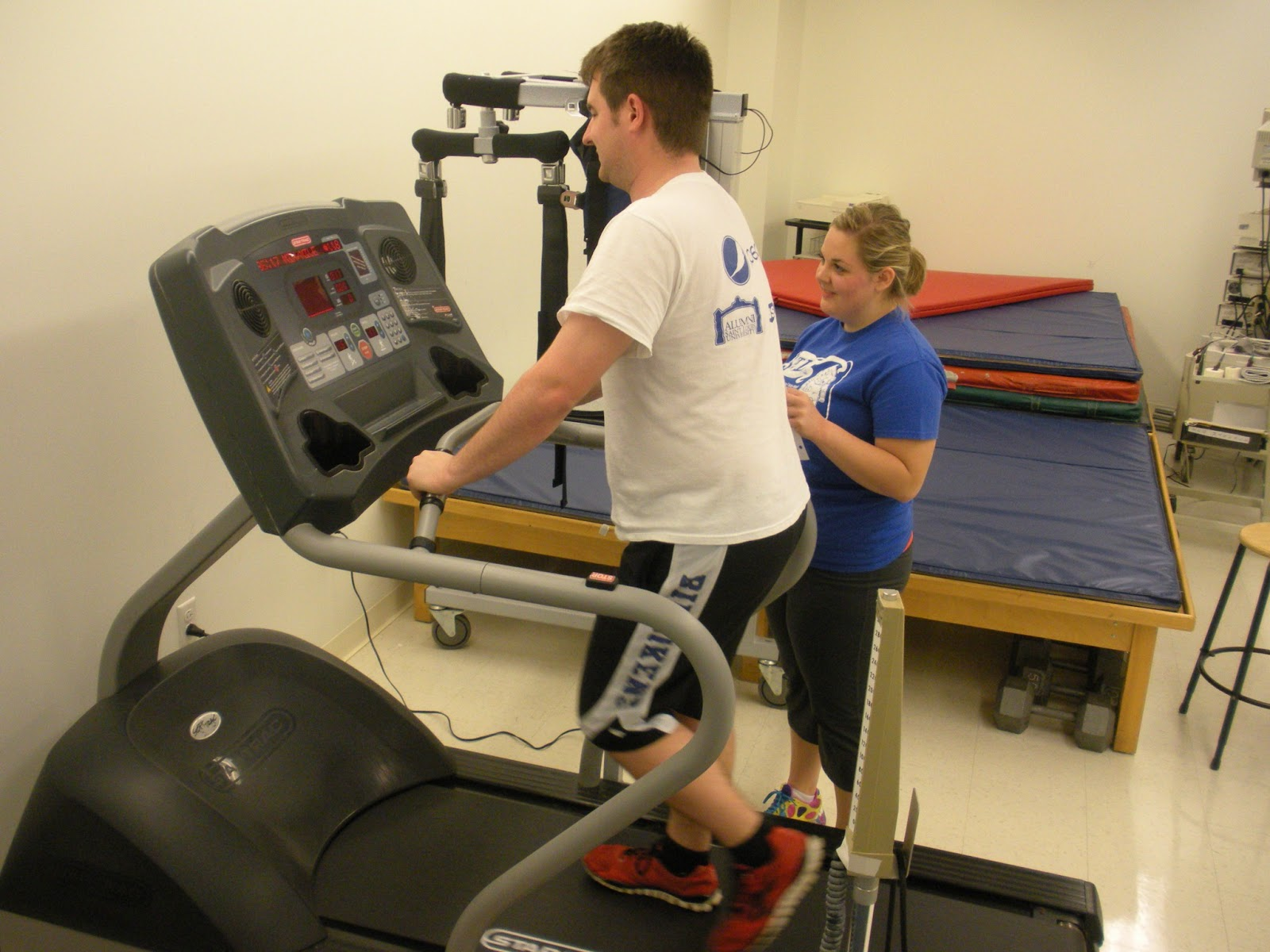 Exercise for physical therapy - These Photos Feature Pt Juniors Kayla Vickers And Dan Mcgurren Completing The Treadmill Test Kayla And Dan Are Looking For Exercise Capacity