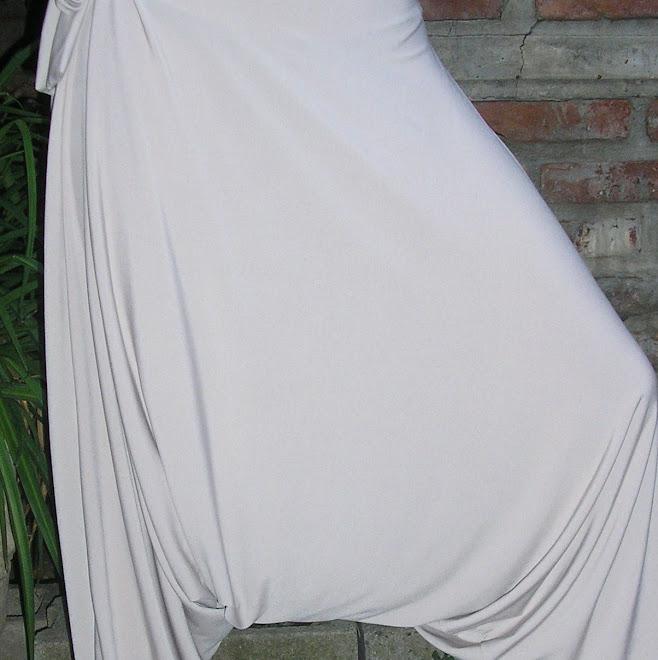 Babucha chiripá en seda fría beige.