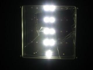 Farola solar de leds encendida luz  Zaragoza