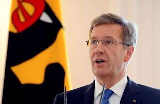 Christian Wulff, el elegido de Merkel, deja el cargo por presunta corrupción