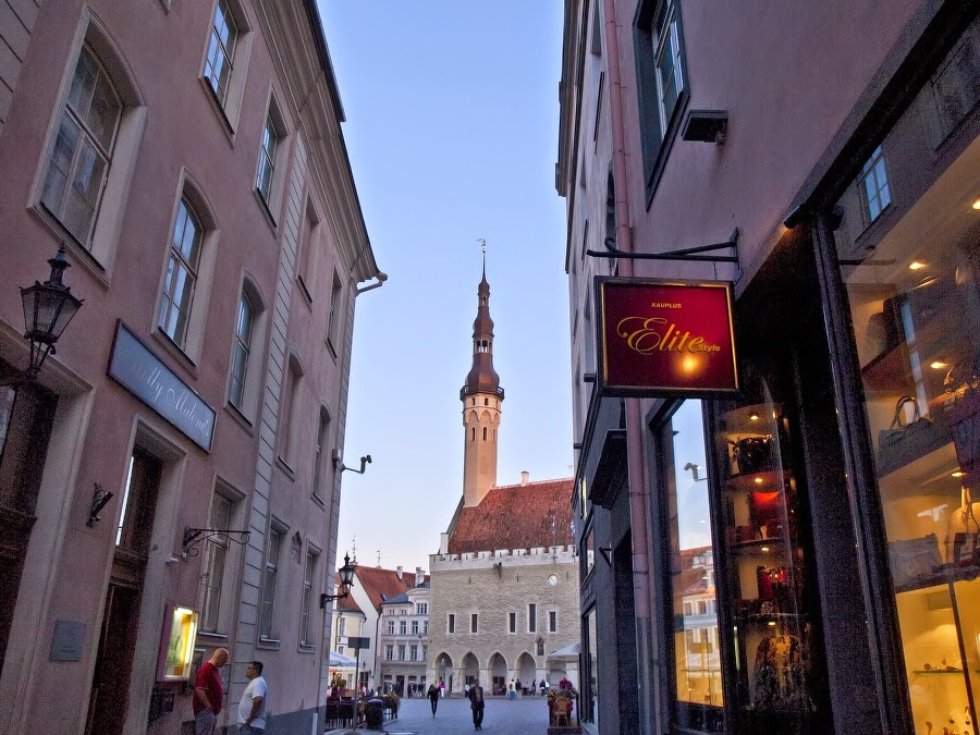 Ратуша и Ратушная площадь в Таллинне
