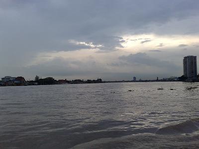 ปริมาณน้ำในแม่น้ำเจ้าพระยา ขึ้นสูง ขุ่นด้วย