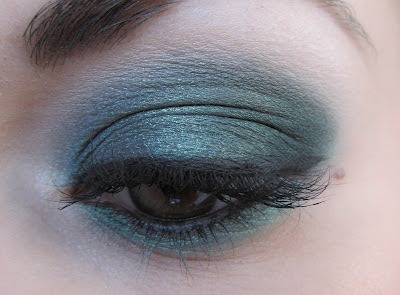 http://chroniquedunemakeupaddict.blogspot.com/2012/04/make-up-avec-steamy.html