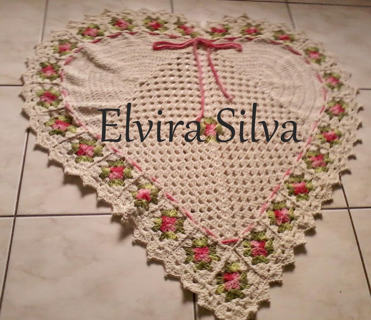 917e95993e087 Tapete em formato de coração,que fiz usando barbante 8 da Eurofios e  barroco multicolor da Circulo.