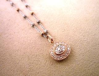 銀座ジュエリーサロンにて古いダイヤモンドリングからペンダントはリメイクした。