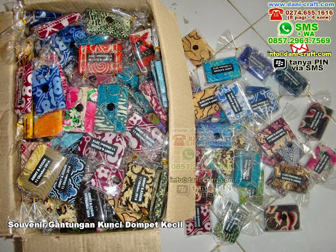 Souvenir Gantungan Kunci Dompet Kecil Karton Batik Ciputat