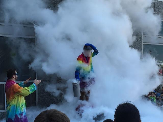 The Big Science Show - Liquid Nitrogen Cloud