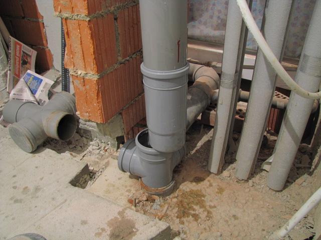 примерка канализационных труб