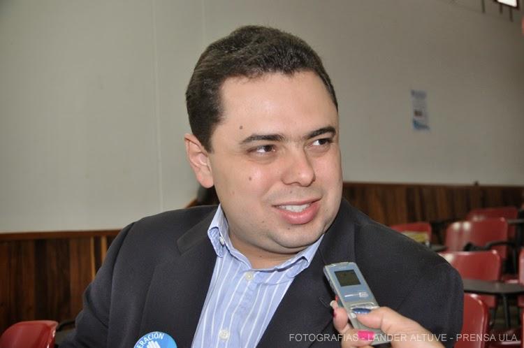 Dr. Antonio Ecarri ponente, considera que el presidente Maduro carece de todo liderazgo. (Foto: Lánder Altuve)