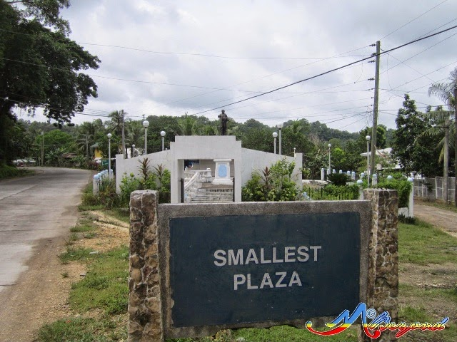 smallest plaza guimaras, guimaras small plaza, what to do in guimaras, guimaras tourist attractions, guimars tourist spots
