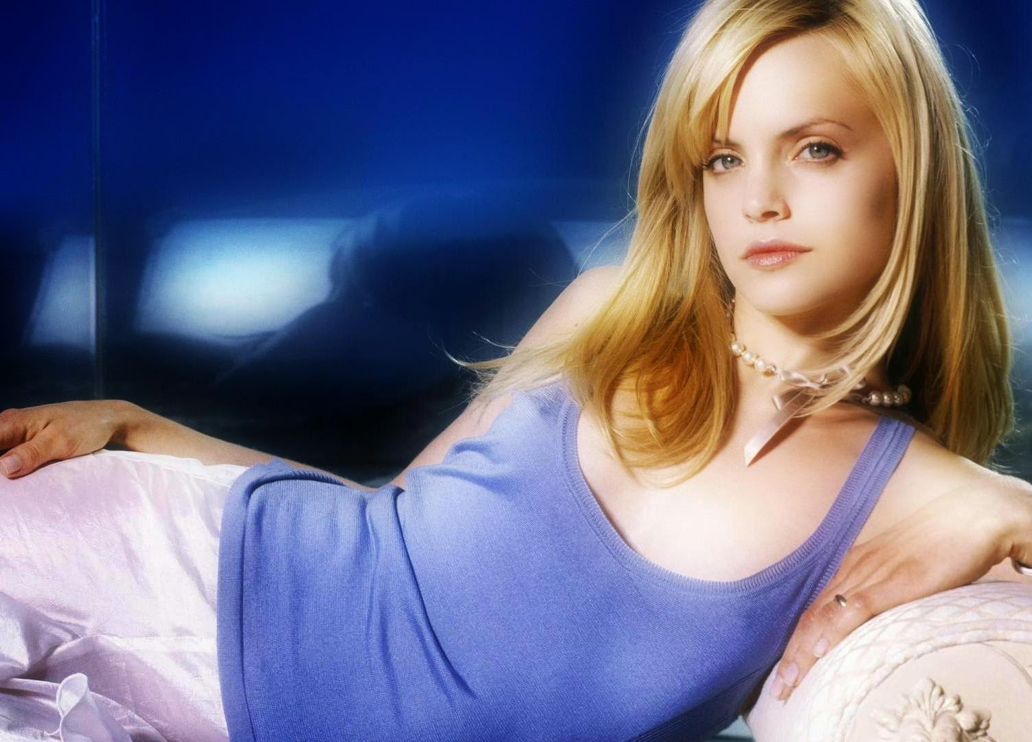 Mena Suvari Wallpapers Free Download