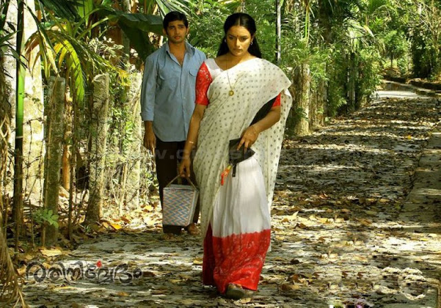 Swetha menon hot rathinirvedam pics