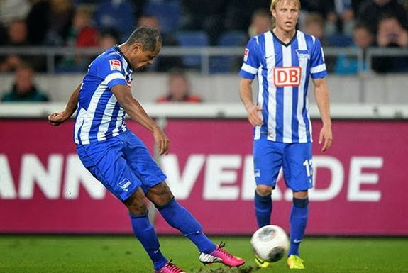 Hertha Berlin player Ronny shoots to score from a free-kick against Hannover