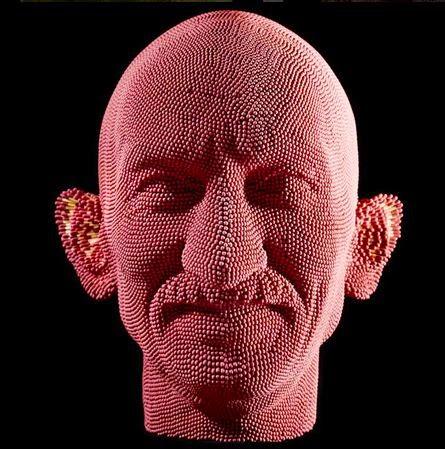 Patung Karya David Mach dari korek api