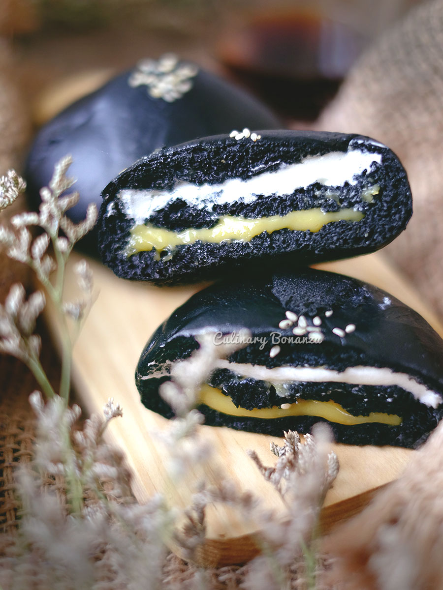Kuro Banana Cream with soft charcoal bun from BreadLife (www.culinarybonanza.com)