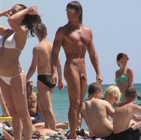 Sexo nudista real en la playa