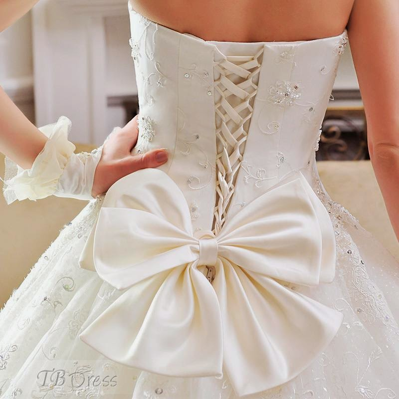 La robe de mari e luxueuse et parfaitement parfaite for La conservation de robe de mariage de noeud