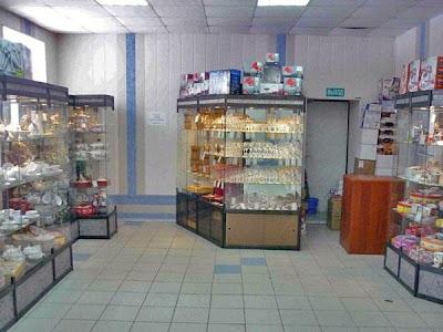 Фото торговых витрин в магазине