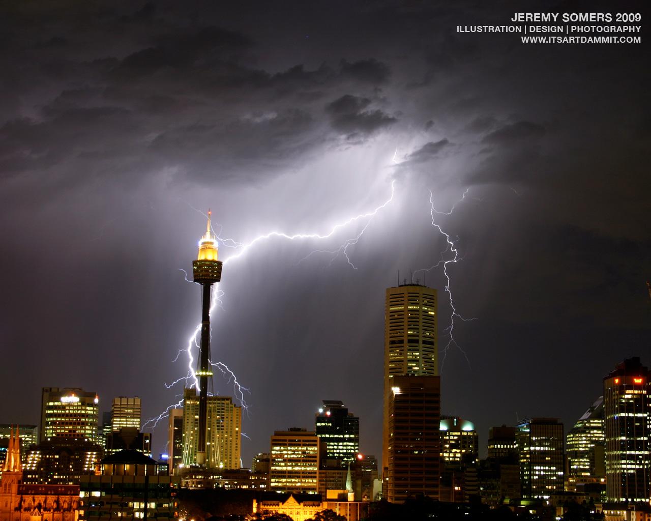 http://2.bp.blogspot.com/-xb-PaI_eqlw/T1bO_-6PpjI/AAAAAAAAIv4/jJXAKVKcEYg/s1600/lightning+storm+wallpaper.jpg