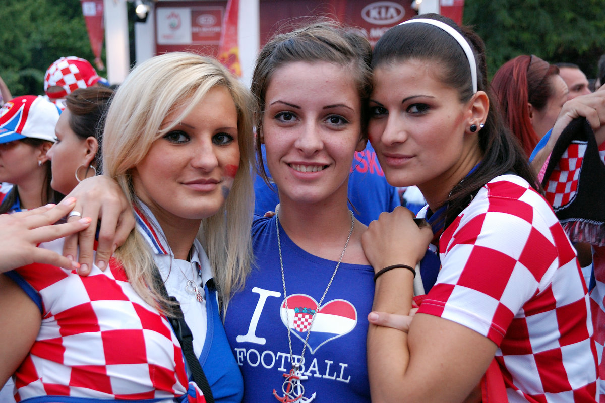 Fans uefa euro cup 2012 super soccer fans bold girls beautiful women